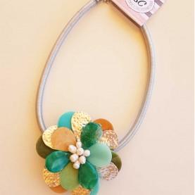 Collar corto  con Flor verde