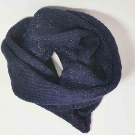 Cuello de lana azul marino