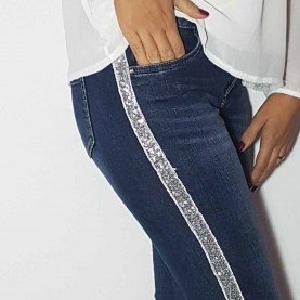 Elastic jeans with applies