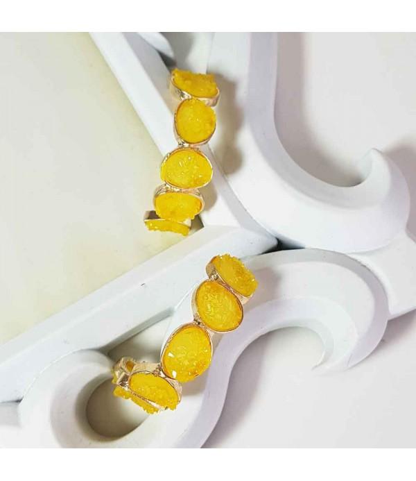 Pendientes largos amarillos