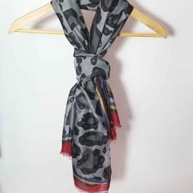 pañuelo estampado animal gris