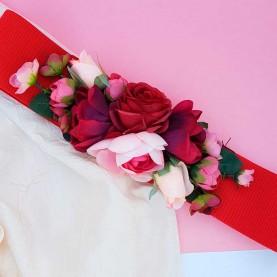 Cinturón con flores rojas
