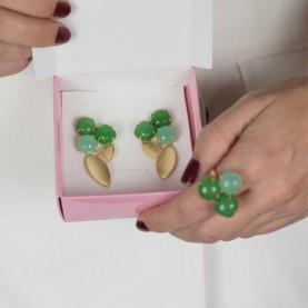 Anillo de invitada verdes con piedras naturales