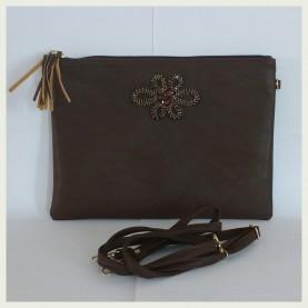 Elegante Bolso marrón con aplique