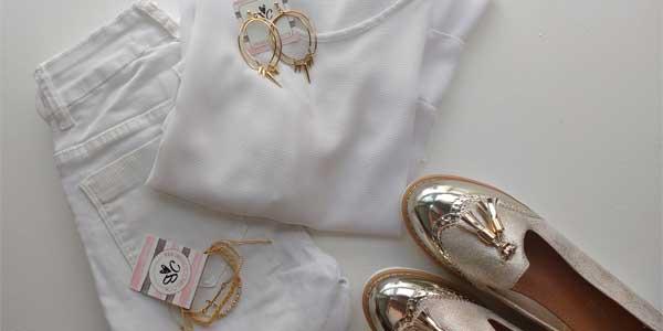 Look blanco y dorado
