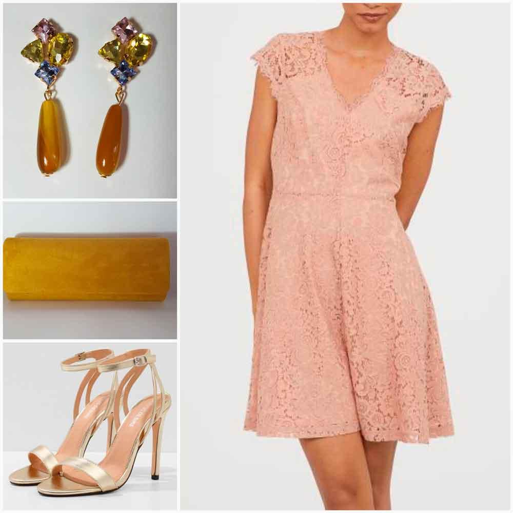 look rosa con complementos amarillos