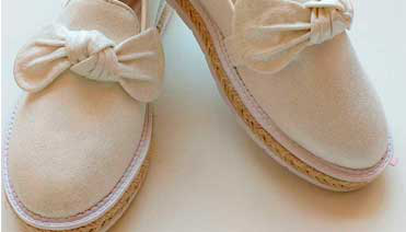 Zapatos de colores neutros